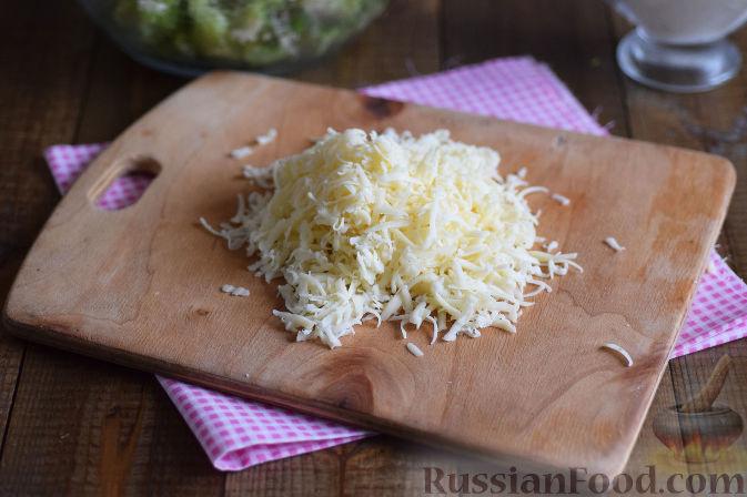 Фото приготовления рецепта: Салат с брокколи и каштанами - шаг №9
