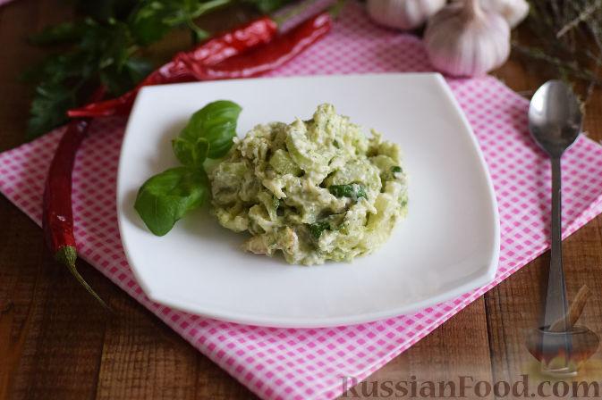 Фото приготовления рецепта: Салат с брокколи и каштанами - шаг №12