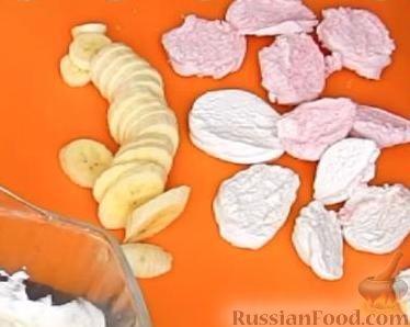 Фото приготовления рецепта: Мясные тефтели с начинкой из целых шампиньонов, запечённые в томатном соусе - шаг №4