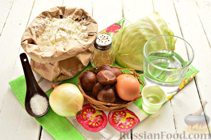 Фото приготовления рецепта: Вареники с капустой и каштанами - шаг №1