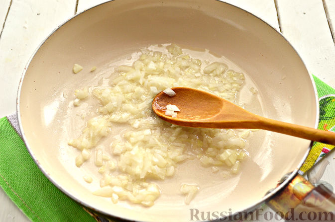 Фото приготовления рецепта: Вареники с капустой и каштанами - шаг №2
