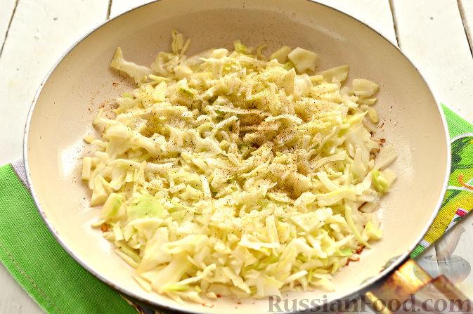 Фото приготовления рецепта: Вареники с капустой и каштанами - шаг №3