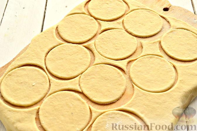 Фото приготовления рецепта: Вареники с капустой и каштанами - шаг №7