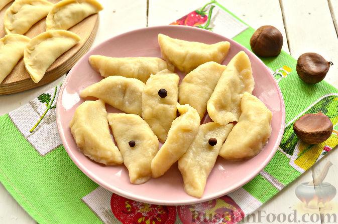Фото приготовления рецепта: Вареники с капустой и каштанами - шаг №11
