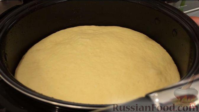 Фото приготовления рецепта: Открытый пирог из песочного творожного теста с яблочно-маковой начинкой - шаг №2