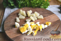 Фото приготовления рецепта: Салат с ананасами и шпинатом - шаг №3