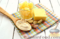 Фото приготовления рецепта: Салат из ананасов с чесноком - шаг №1