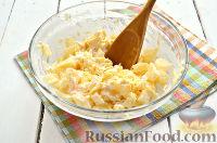 Фото приготовления рецепта: Салат из ананасов с чесноком - шаг №5