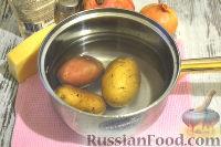 Фото приготовления рецепта: Слоеный салат с курицей, картофелем и орехами - шаг №2