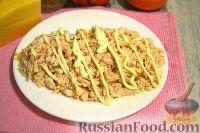 Фото приготовления рецепта: Слоеный салат с курицей, картофелем и орехами - шаг №8