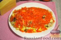 Фото приготовления рецепта: Слоеный салат с курицей, картофелем и орехами - шаг №10