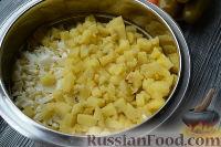 """Фото приготовления рецепта: Салат """"Праздничный оливье"""" с курицей - шаг №4"""