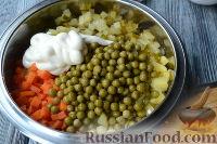 """Фото приготовления рецепта: Салат """"Праздничный оливье"""" с курицей - шаг №6"""