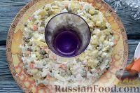 """Фото приготовления рецепта: Салат """"Праздничный оливье"""" с курицей - шаг №8"""