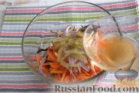 """Фото приготовления рецепта: Салат из морской капусты """"Японский"""" - шаг №7"""