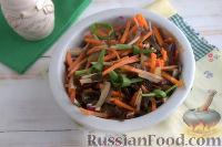 """Фото приготовления рецепта: Салат из морской капусты """"Японский"""" - шаг №9"""