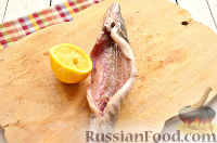 Фото приготовления рецепта: Щука, запеченная целиком (в фольге) - шаг №4