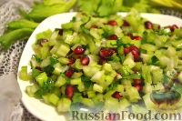 Фото к рецепту: Салат из сельдерея, с гранатом