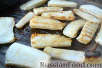 Фото приготовления рецепта: Салат из морепродуктов, с помидорами и рукколой - шаг №2