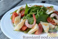Фото приготовления рецепта: Салат из морепродуктов, с помидорами и рукколой - шаг №5