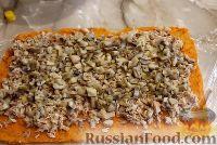 Фото приготовления рецепта: Тыквенный рулет с курицей и грибами - шаг №10