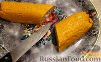 Фото приготовления рецепта: Тыквенный рулет с курицей и грибами - шаг №13