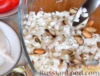 """Фото приготовления рецепта: Салат-закуска """"Петушки"""" из морепродуктов - шаг №5"""