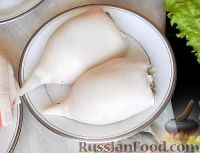 """Фото приготовления рецепта: Салат-закуска """"Петушки"""" из морепродуктов - шаг №6"""