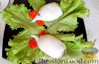 """Фото приготовления рецепта: Салат-закуска """"Петушки"""" из морепродуктов - шаг №7"""