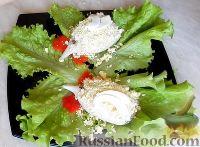 """Фото приготовления рецепта: Салат-закуска """"Петушки"""" из морепродуктов - шаг №8"""