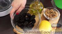 Фото приготовления рецепта: Свекольный салат с черносливом и орехами - шаг №1