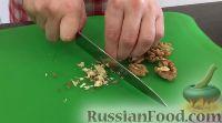 Фото приготовления рецепта: Свекольный салат с черносливом и орехами - шаг №6