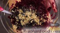 Фото приготовления рецепта: Свекольный салат с черносливом и орехами - шаг №9