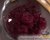 Фото приготовления рецепта: Салат из свеклы с чесноком - шаг №2