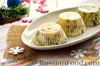 """Фото к рецепту: Заливной салат """"Оливье"""" со шпротами"""