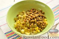 """Фото приготовления рецепта: Заливной салат """"Оливье"""" со шпротами - шаг №4"""