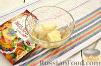 """Фото приготовления рецепта: Заливной салат """"Оливье"""" со шпротами - шаг №7"""