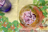 Фото приготовления рецепта: Салат-коктейль с ветчиной и сыром - шаг №3