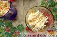 Фото приготовления рецепта: Салат-коктейль с ветчиной и сыром - шаг №6