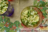 Фото приготовления рецепта: Салат-коктейль с ветчиной и сыром - шаг №7