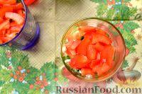 Фото приготовления рецепта: Салат-коктейль с ветчиной и сыром - шаг №8