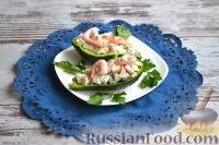 Фото приготовления рецепта: Салат с авокадо, огурцом, сельдереем и крабовым мясом - шаг №4