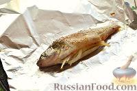 Фото приготовления рецепта: Окунь, запеченный в фольге - шаг №7