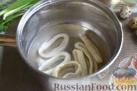 Фото приготовления рецепта: Теплый салат из морепродуктов с рисом - шаг №5