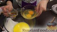 Фото приготовления рецепта: Американские пончики (донаты), покрытые шоколадом - шаг №3