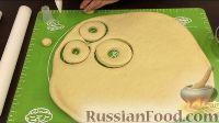 Фото приготовления рецепта: Американские пончики (донаты), покрытые шоколадом - шаг №8