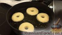 Фото приготовления рецепта: Американские пончики (донаты), покрытые шоколадом - шаг №10
