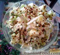 Фото к рецепту: Салат из пекинской капусты, с сельдереем и яблоком