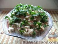 Фото к рецепту: Салат из консервированной рыбы и зеленого горошка