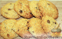 Фото к рецепту: Овсяное печенье с изюмом